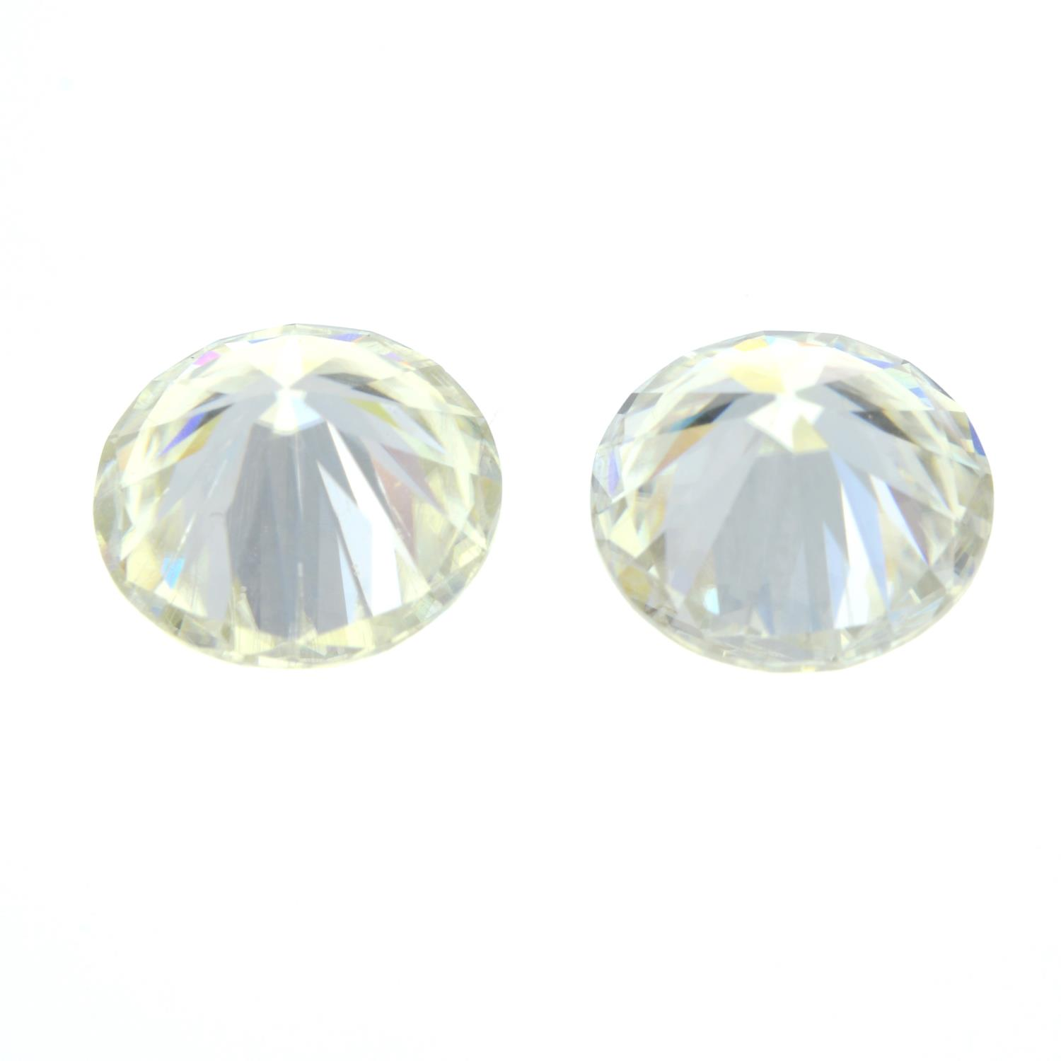 A pair of circular-shape synthetic moissanite, total weight 5.27cts. - Image 2 of 2