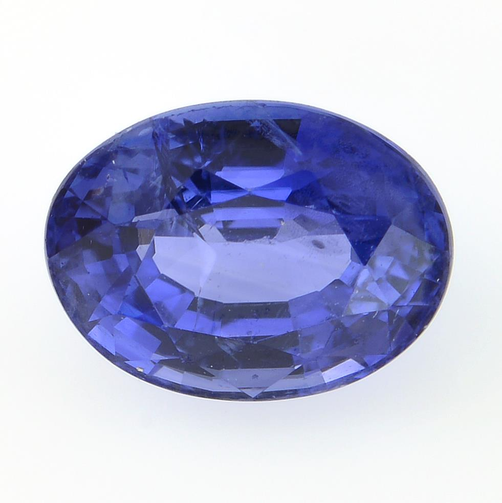 An oval-shape sapphire, weighing 1.48cts.