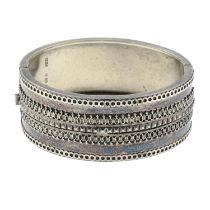 A Victorian silver bangle.Hallmarks for Birmingham, 1882.Inner diameter 5.5cms.