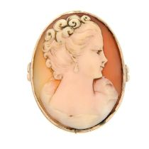 A shell cameo ring.Ring size Q.