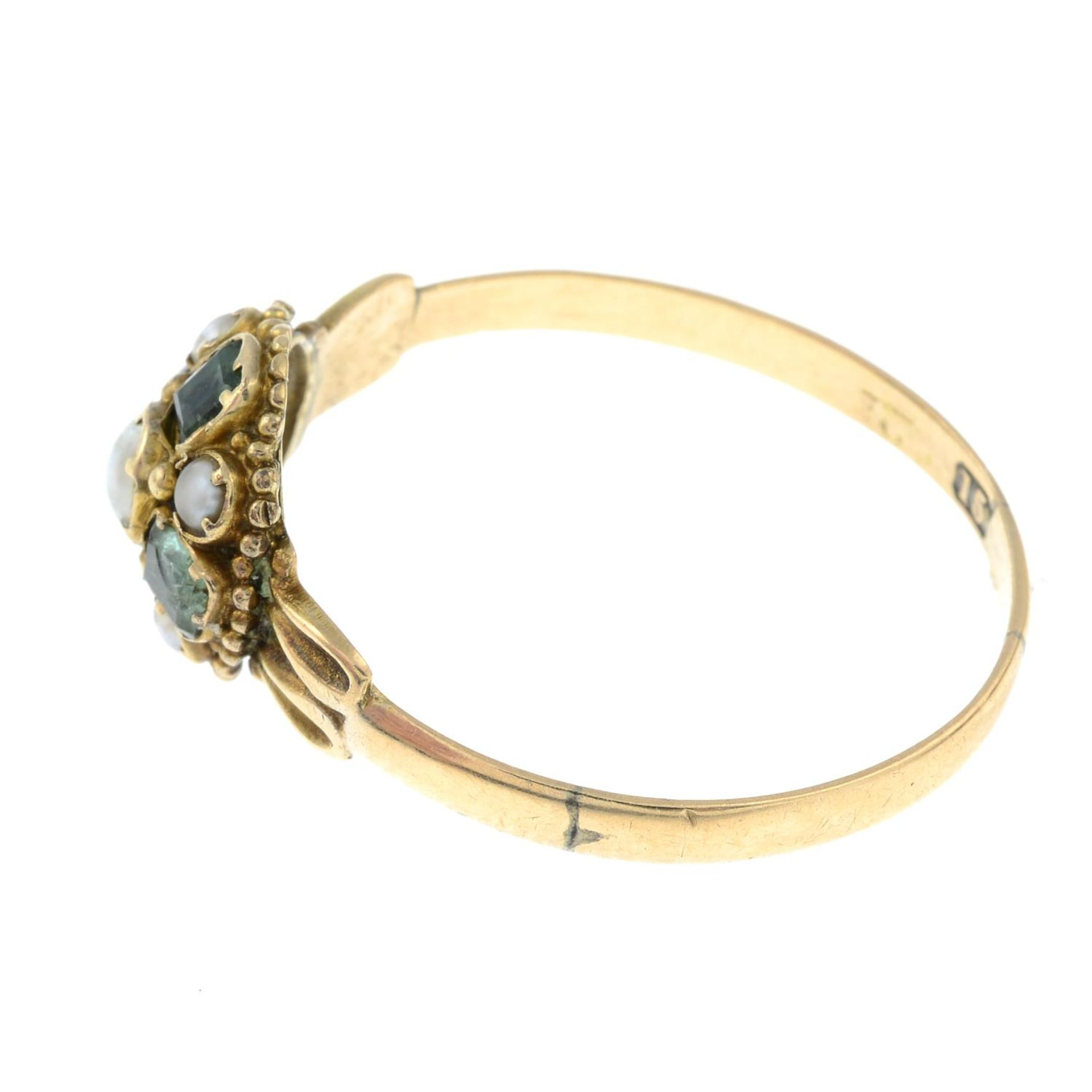 An early Victorian 15ct gold emerald and seed pearl cluster ring.Band replacement with hallmarks - Bild 2 aus 3
