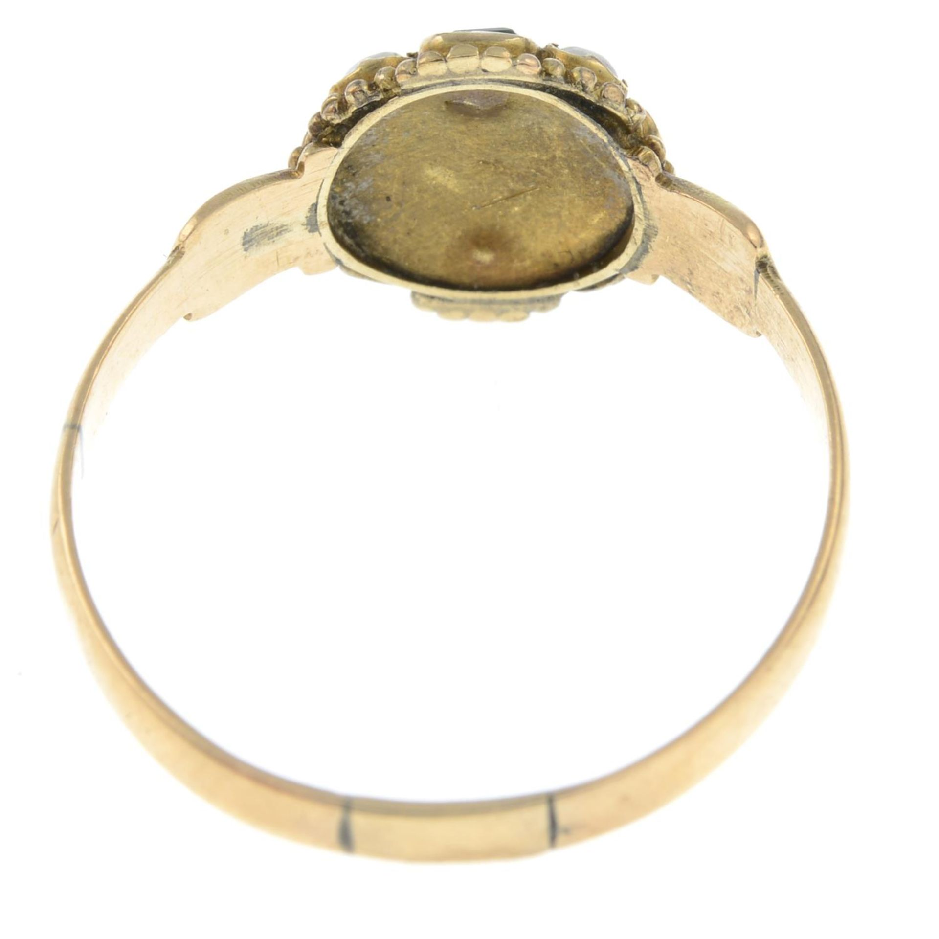 An early Victorian 15ct gold emerald and seed pearl cluster ring.Band replacement with hallmarks - Bild 3 aus 3