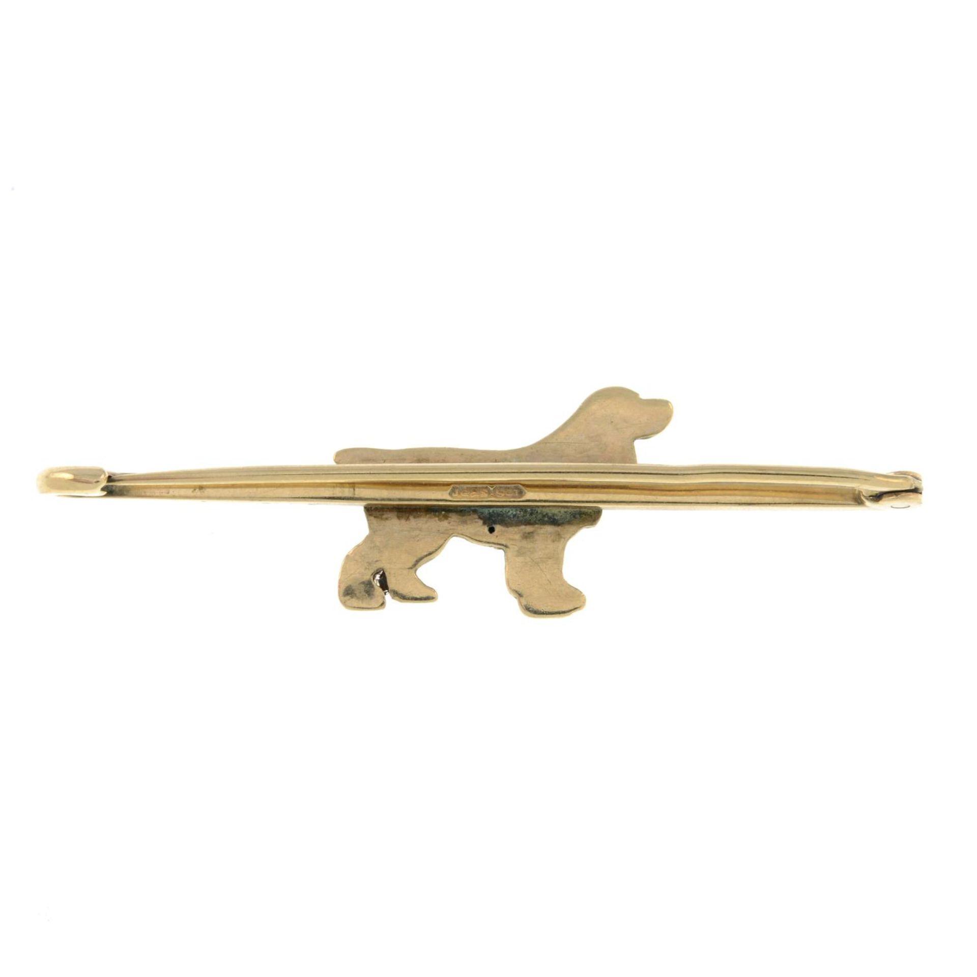 A mid 20th century 9ct gold cocker spaniel brooch.Stamped 9ct.Length 5.1cms. - Bild 2 aus 2