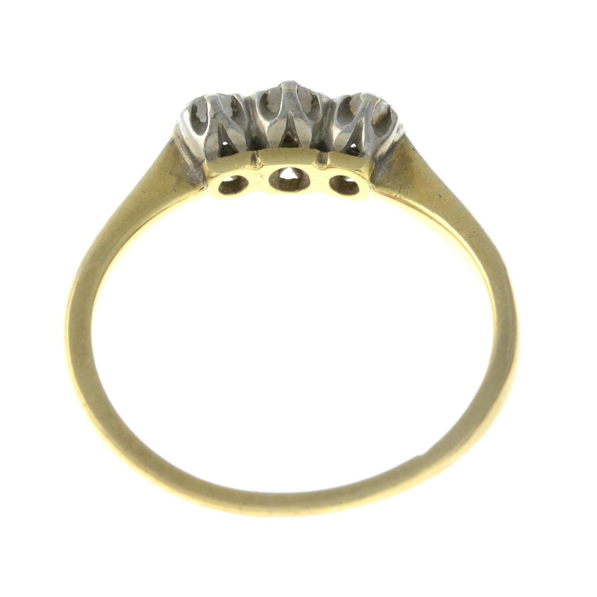 A diamond three-stone ring.Estimated total diamond weight 0.35ct, - Bild 3 aus 3
