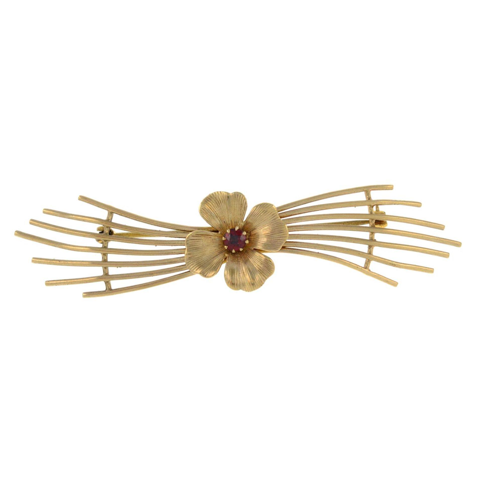 A 9ct gold garnet stylised flower brooch.Hallmarks for 9ct gold.