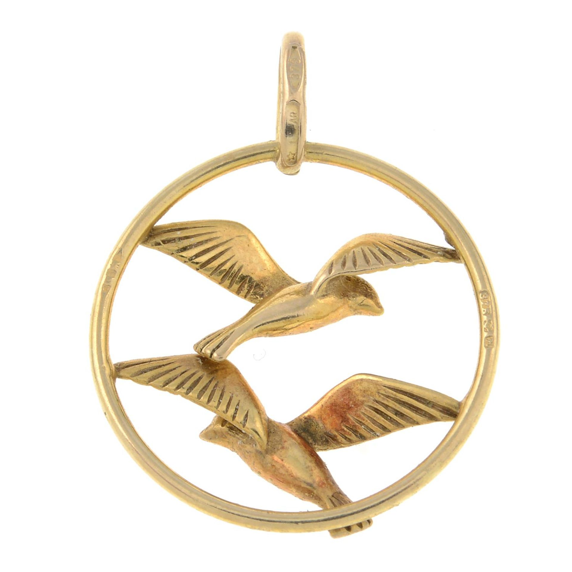 A 9ct gold openwork pendant, designed to depict two birds in flight.Import marks for 9ct gold. - Bild 2 aus 2