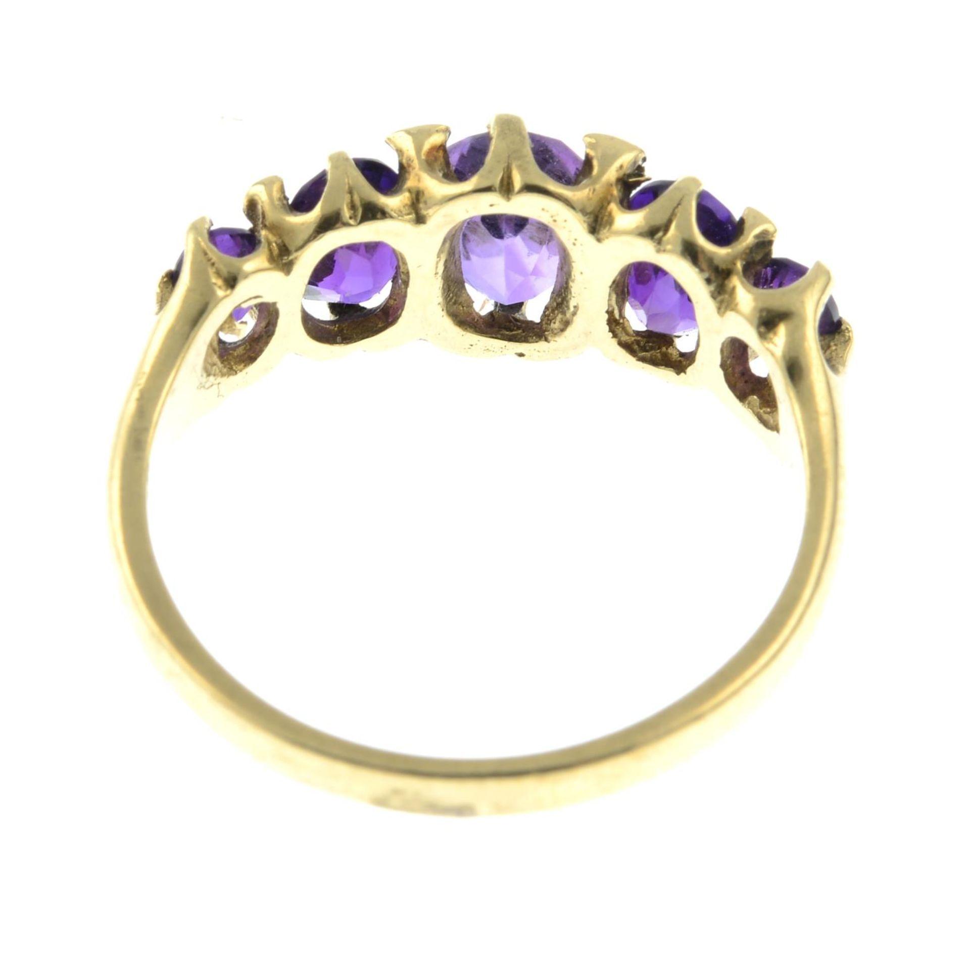 A 9ct gold amethyst five-stone ring. - Bild 3 aus 3