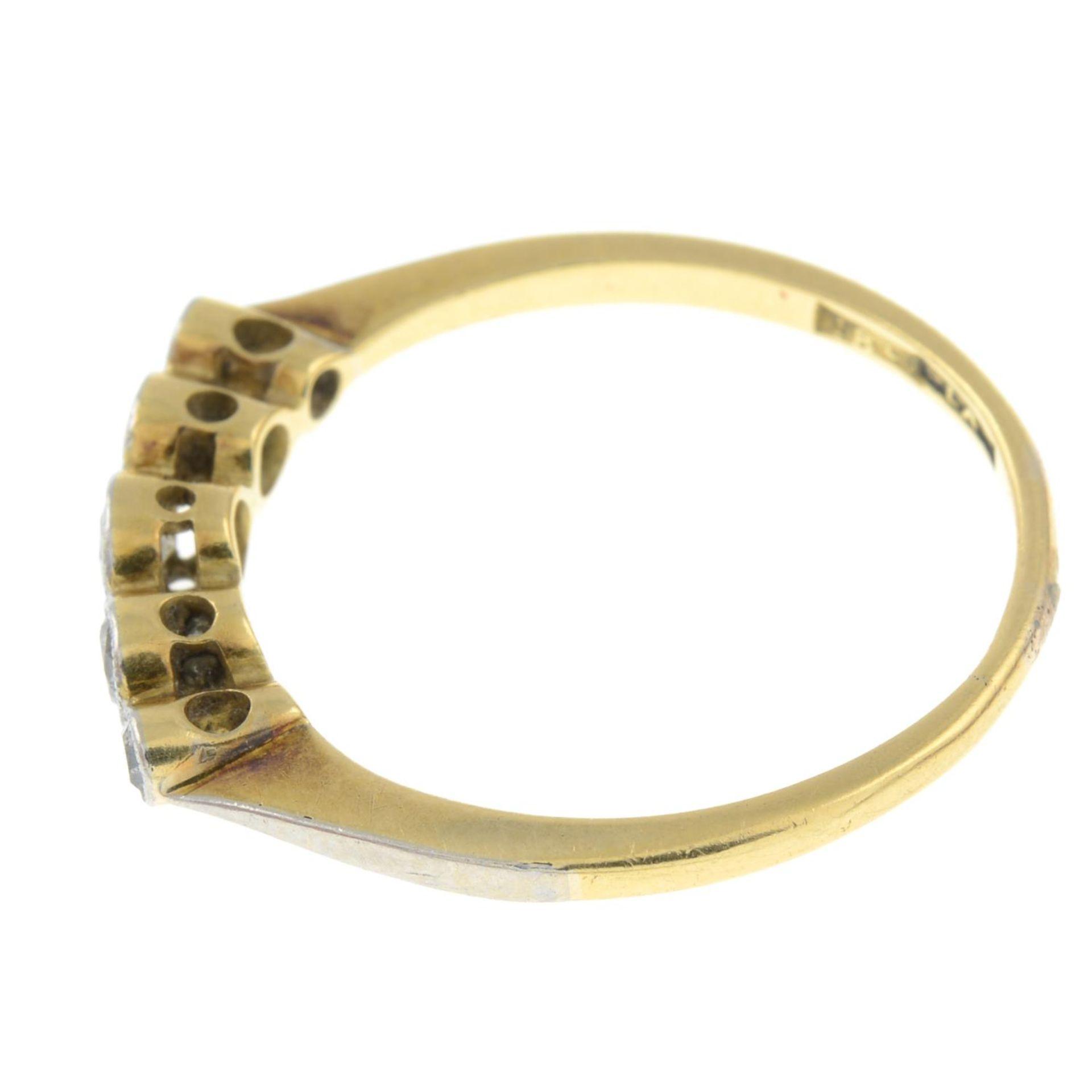 A diamond five-stone ring.Estimated total diamond weight 0.20ct. - Bild 2 aus 3
