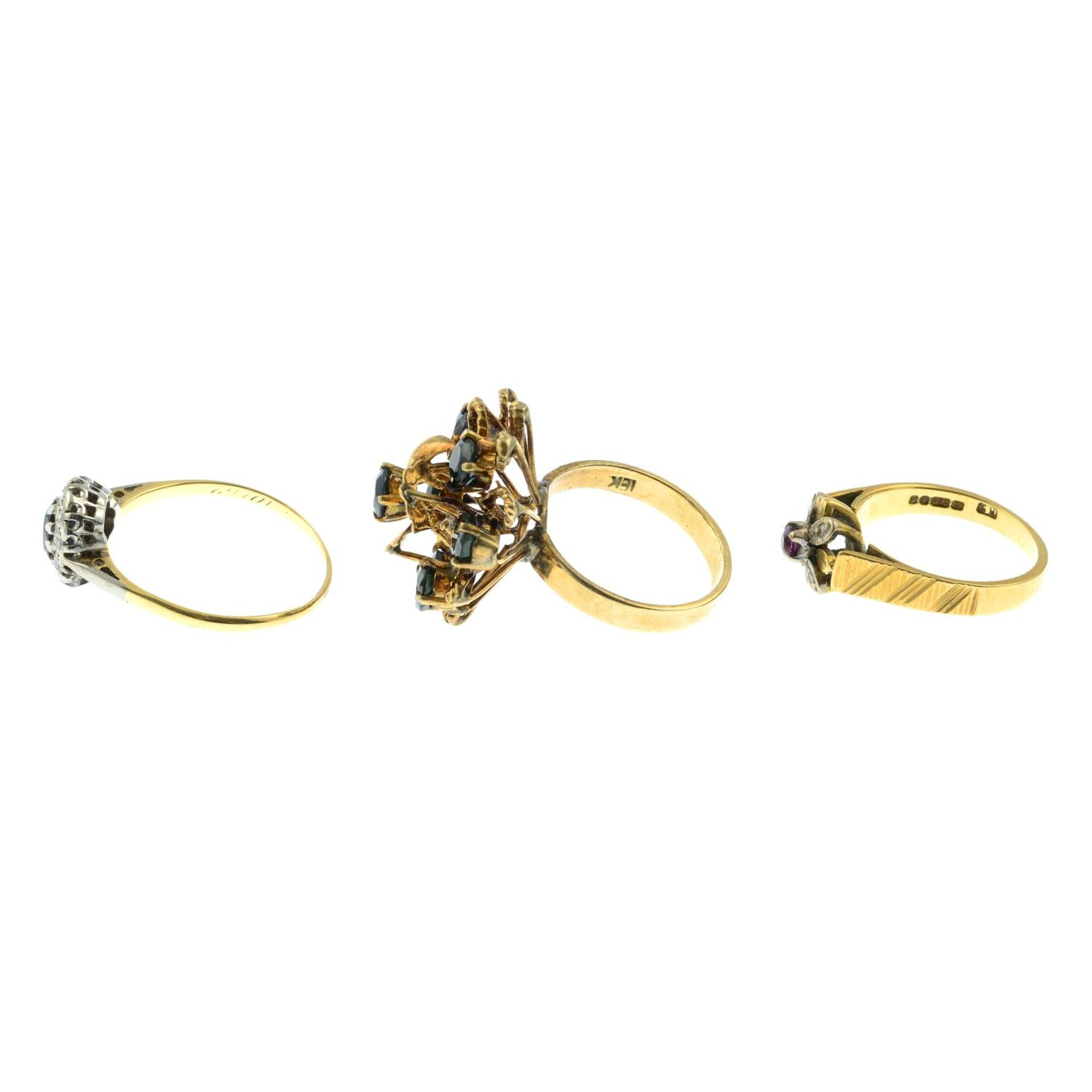 18ct gold diamond and ruby floral cluster ring, - Bild 2 aus 3