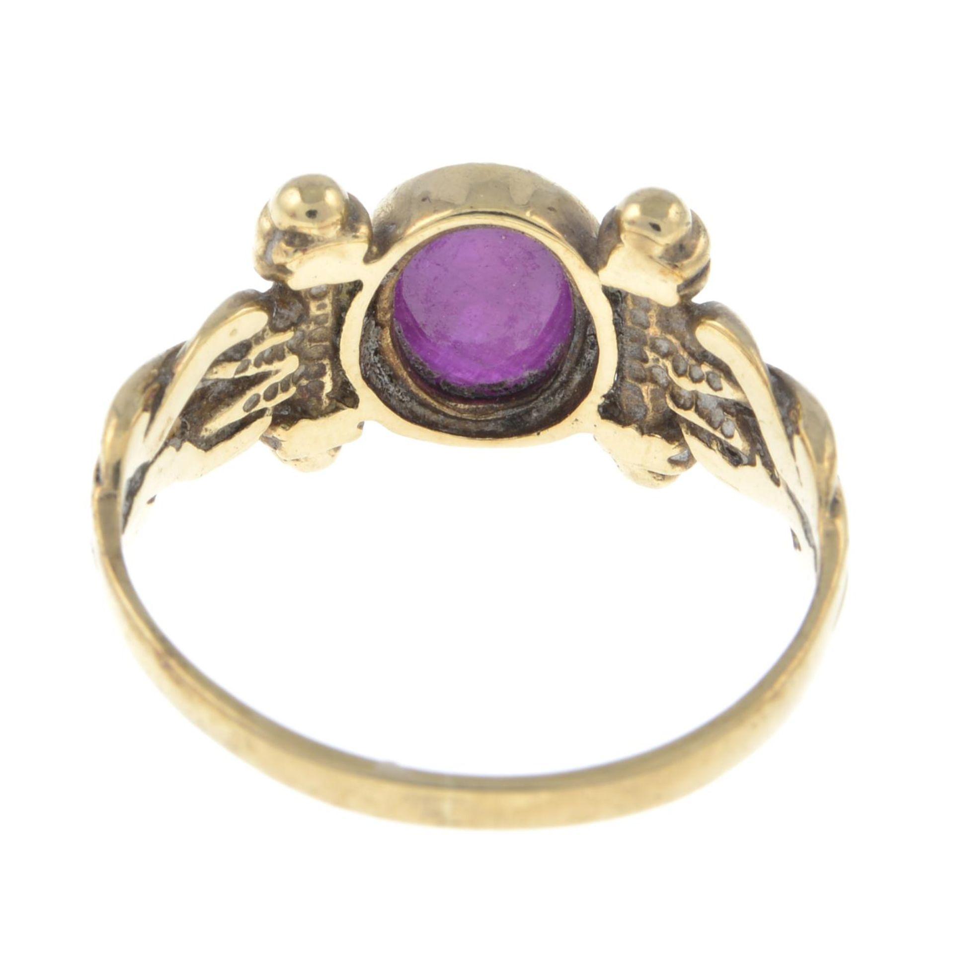 A 9ct gold ruby single-stone ring.Hallmarks for Birmingham.Ring size L. - Bild 3 aus 3