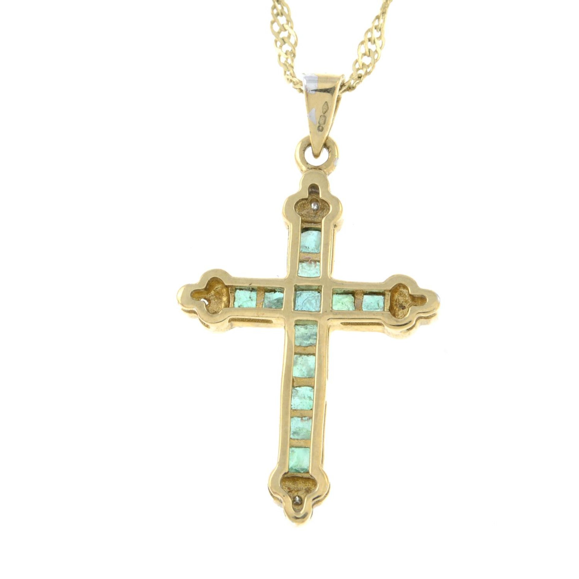 A 9ct gold emerald and diamond cross pendant, with 9ct gold chain.Hallmarks for 9ct gold. - Bild 2 aus 3
