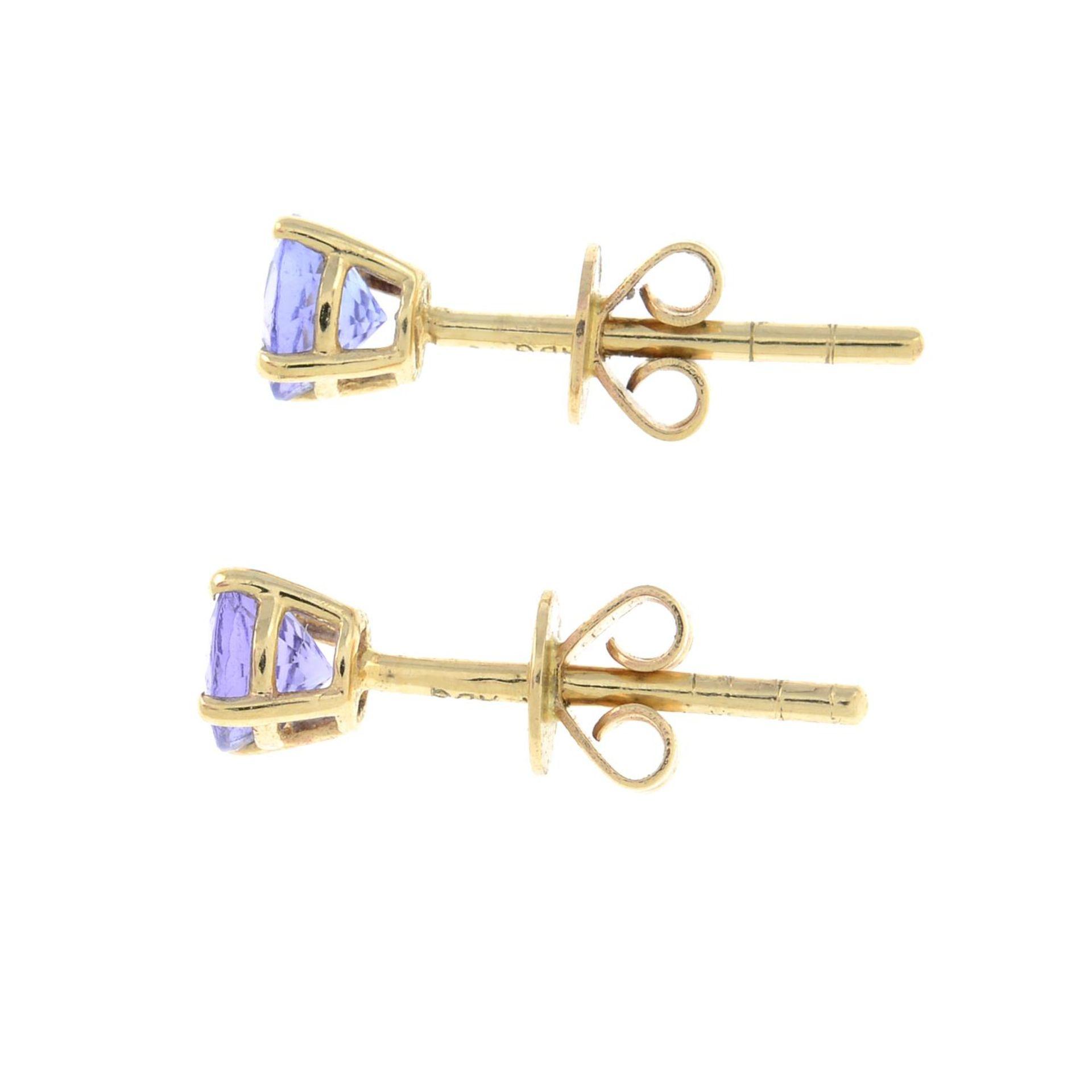 A pair of tanzanite stud earrings.Stamped 14K.Diameter 0.4cm. - Bild 2 aus 2