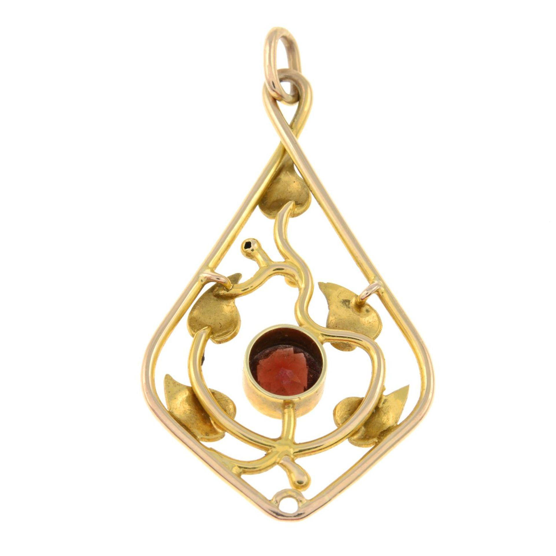 An early 20th century gold garnet foliate pendant.Length 4.6cms. - Bild 2 aus 2