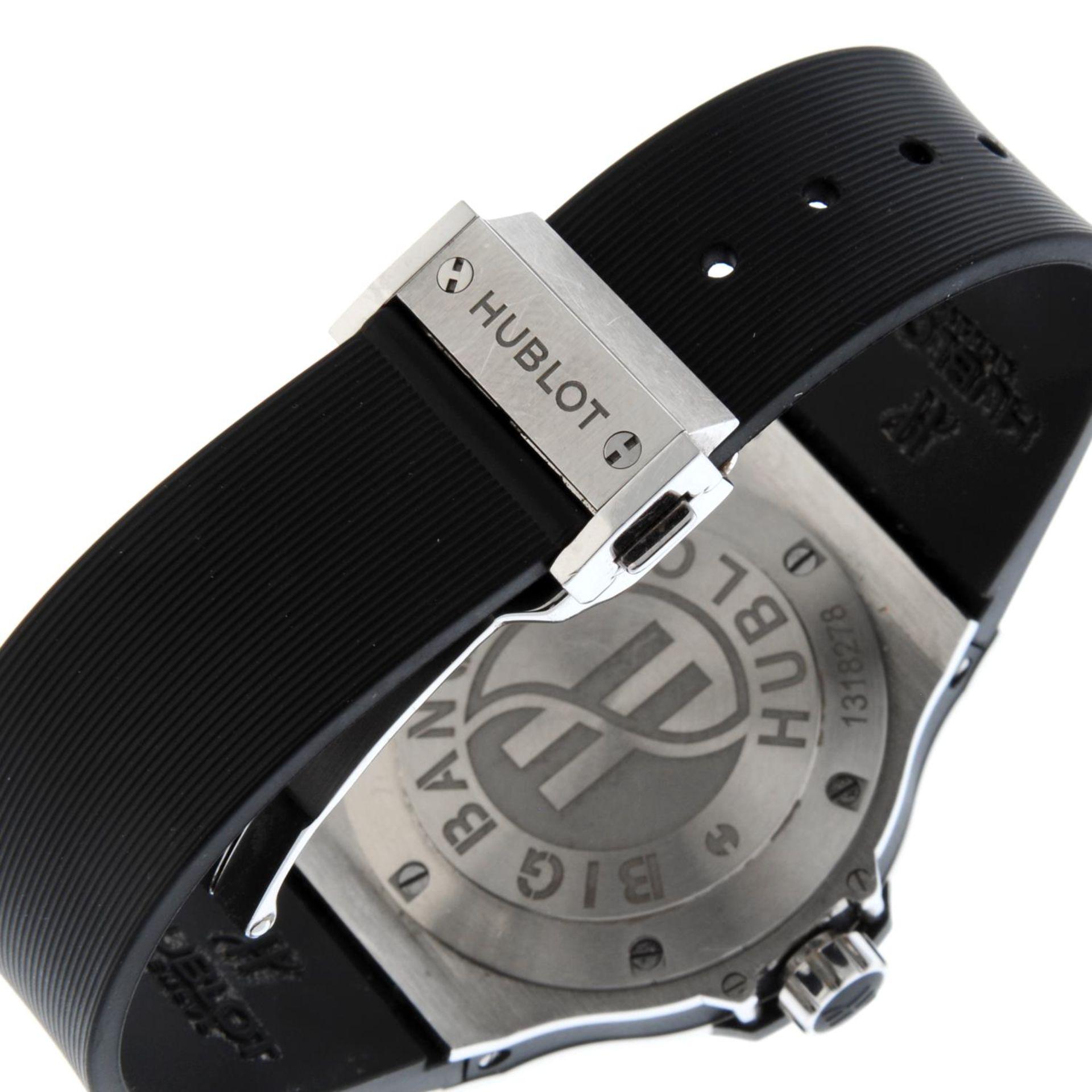 HUBLOT - a Big Bang wrist watch. - Bild 2 aus 6