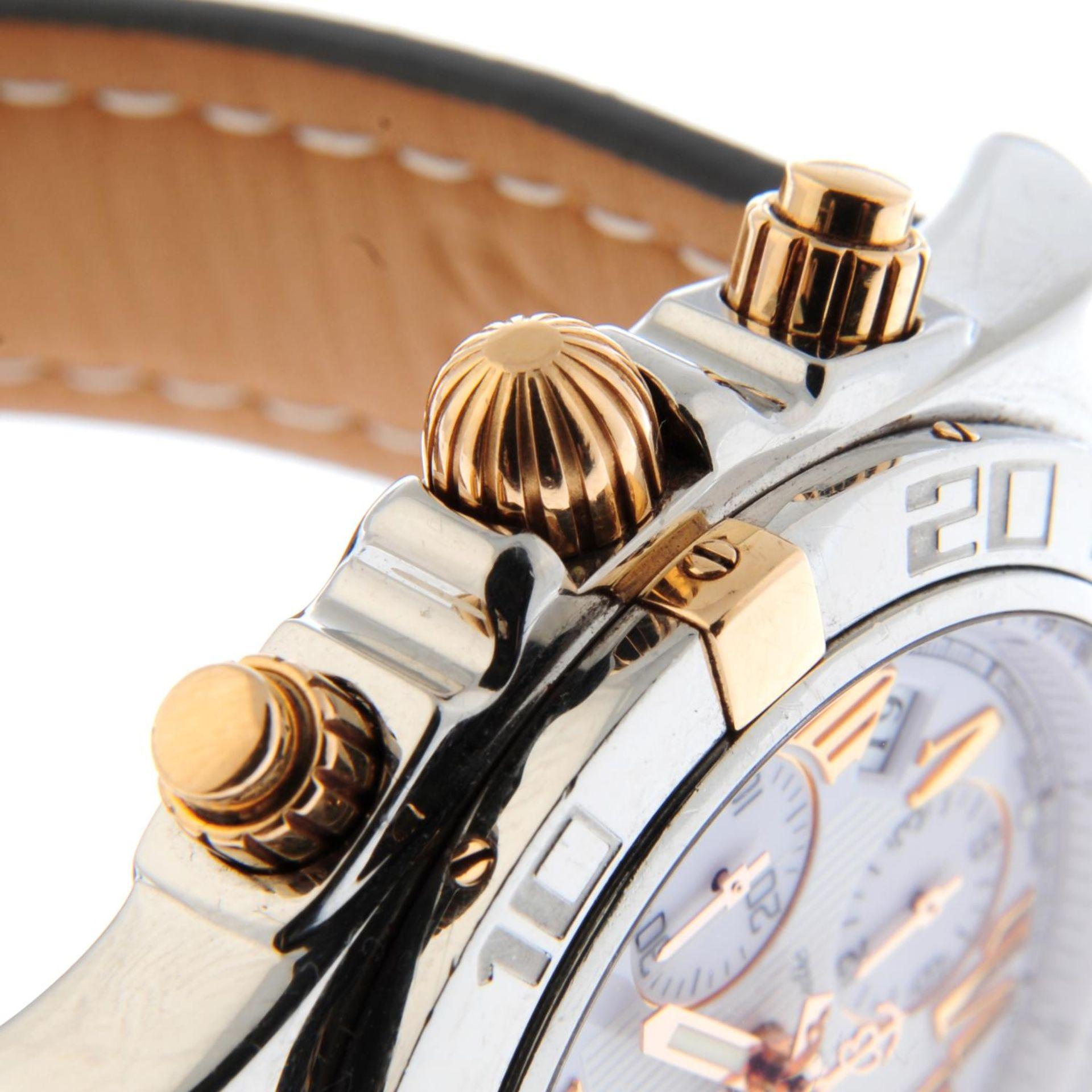 BREITLING - a Chronomat 44 chronograph wrist watch. - Bild 5 aus 5
