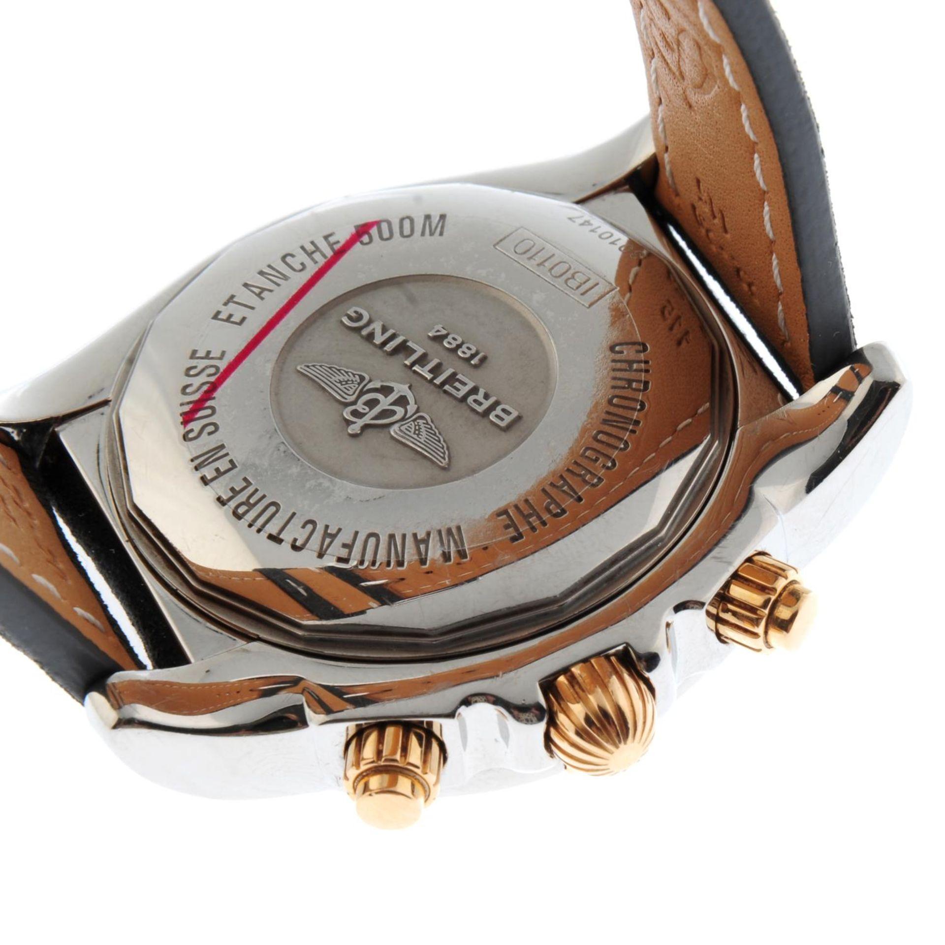 BREITLING - a Chronomat 44 chronograph wrist watch. - Bild 2 aus 5