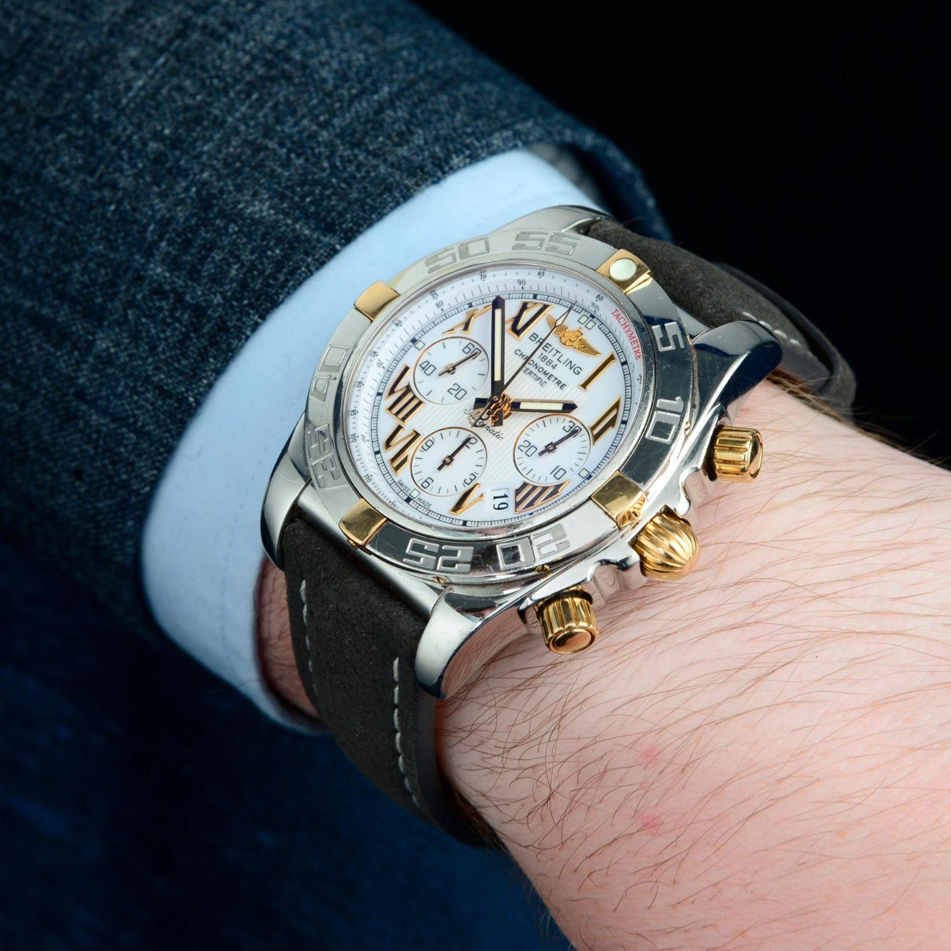 BREITLING - a Chronomat 44 chronograph wrist watch. - Bild 3 aus 5