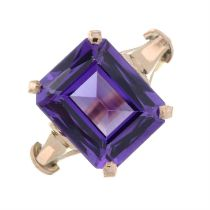 A synthetic colour change sapphire dress ring, with inner sizing aid.