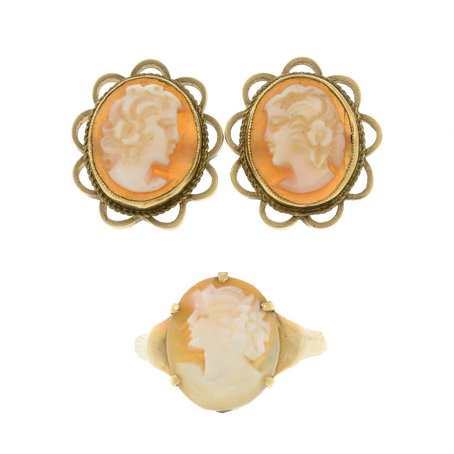 A 9ct gold shell cameo ring and stud earrings.