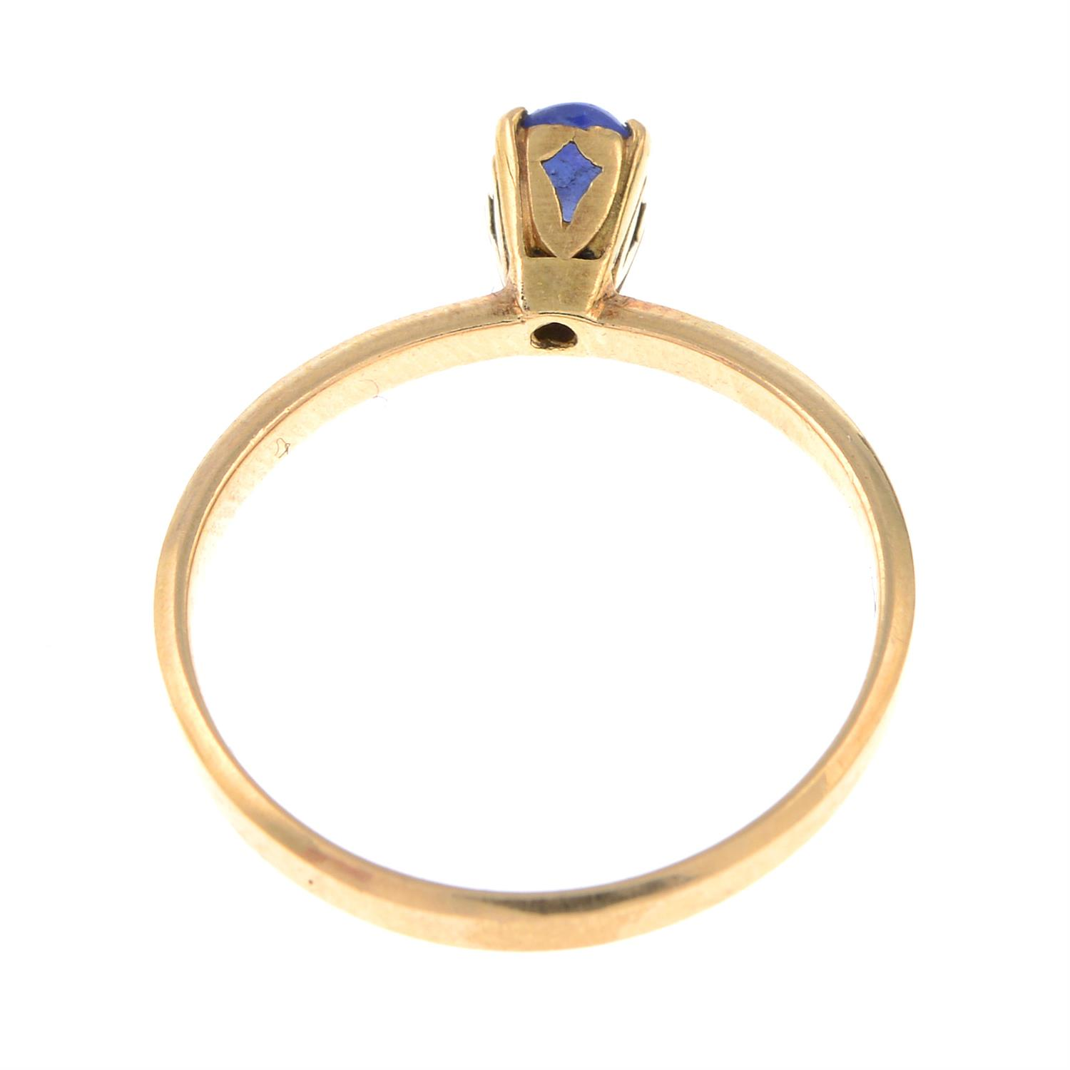 A sapphire cabochon single-stone ring. - Image 3 of 3