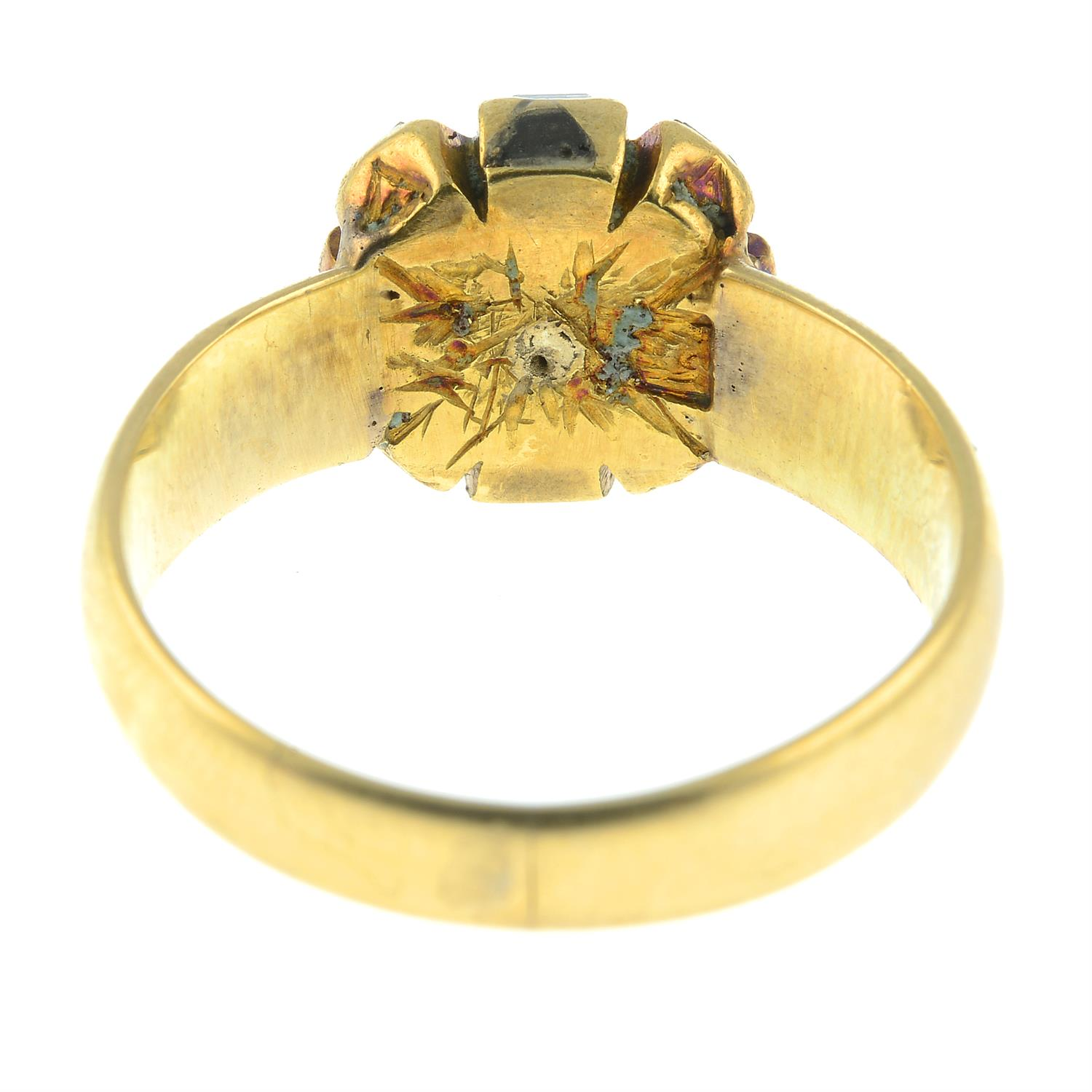 A square-shape diamond cluster ring. - Image 3 of 3