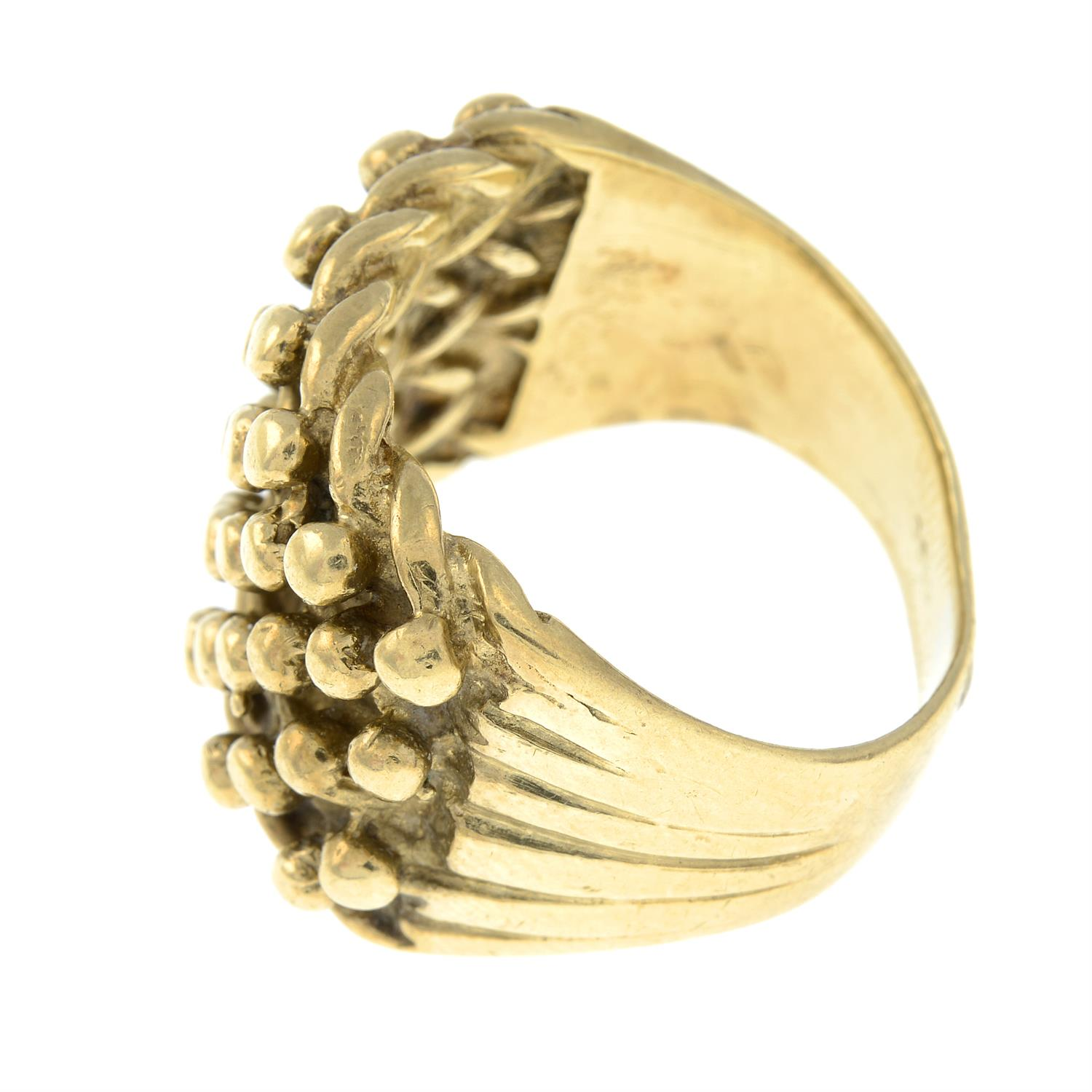 A gentleman's ring. - Image 2 of 3
