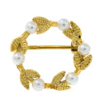 A 9ct gold cultured pearl wreath brooch.