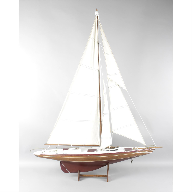 Model pond yacht