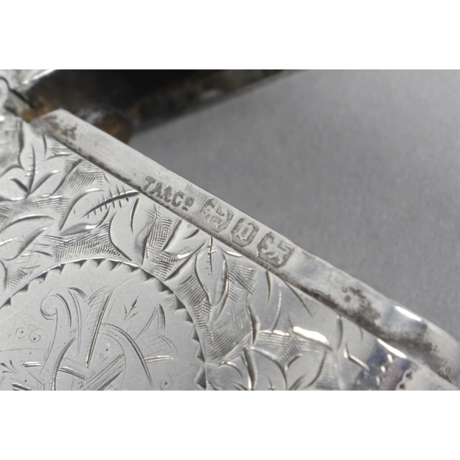 Three late Victorian silver vesta cases, with floral and foliate engraving. (3). - Image 4 of 4