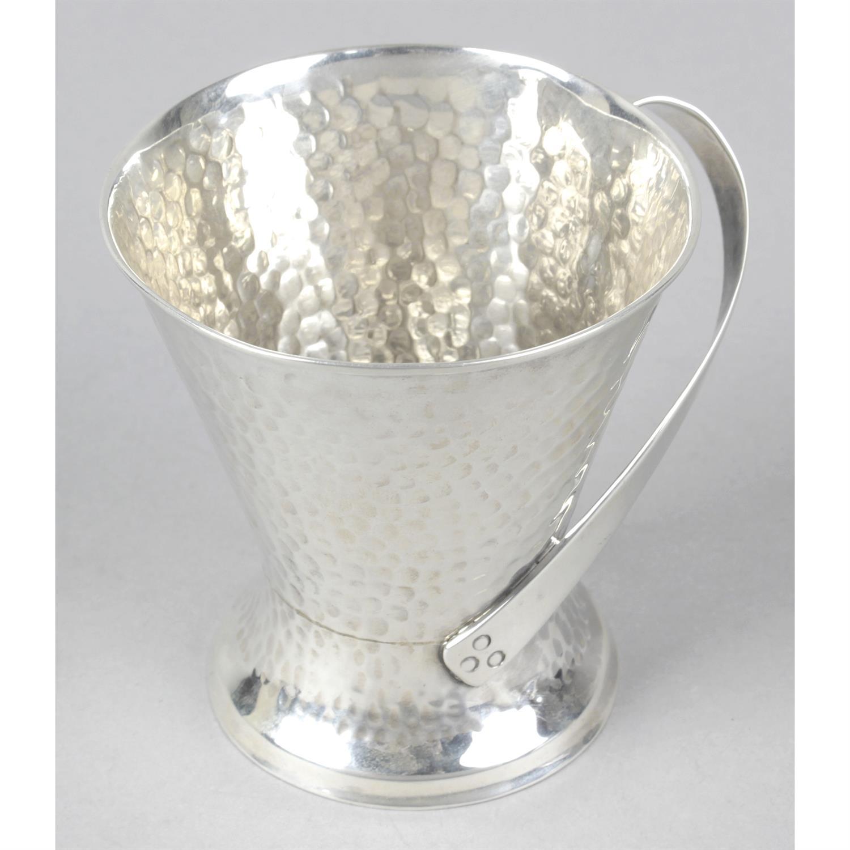 An Edwardian silver Arts & Crafts style mug.