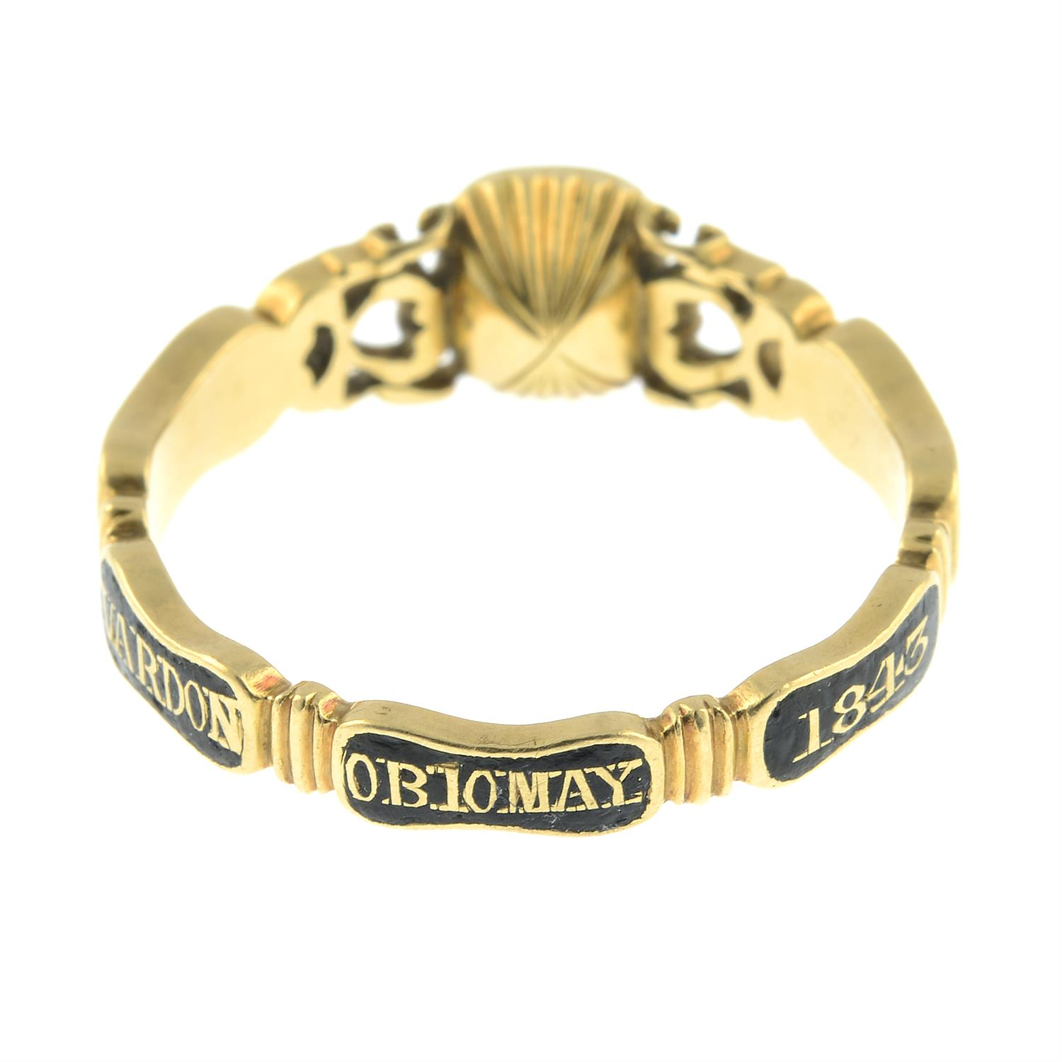 An early Victorian 18ct gold black enamel mourning ring, with pierced scrolling sides and woven - Image 4 of 7
