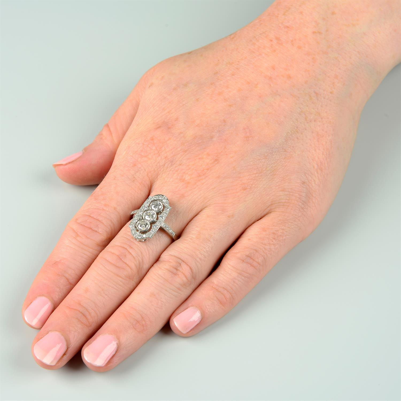A brilliant-cut diamond ring. - Image 6 of 6