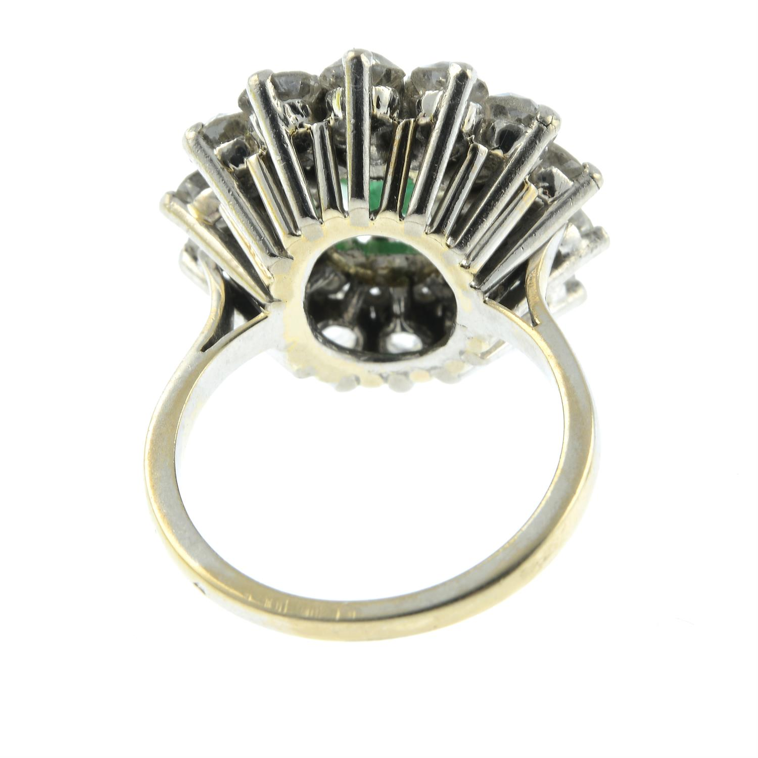 An emerald and diamond cluster ring. - Image 4 of 5