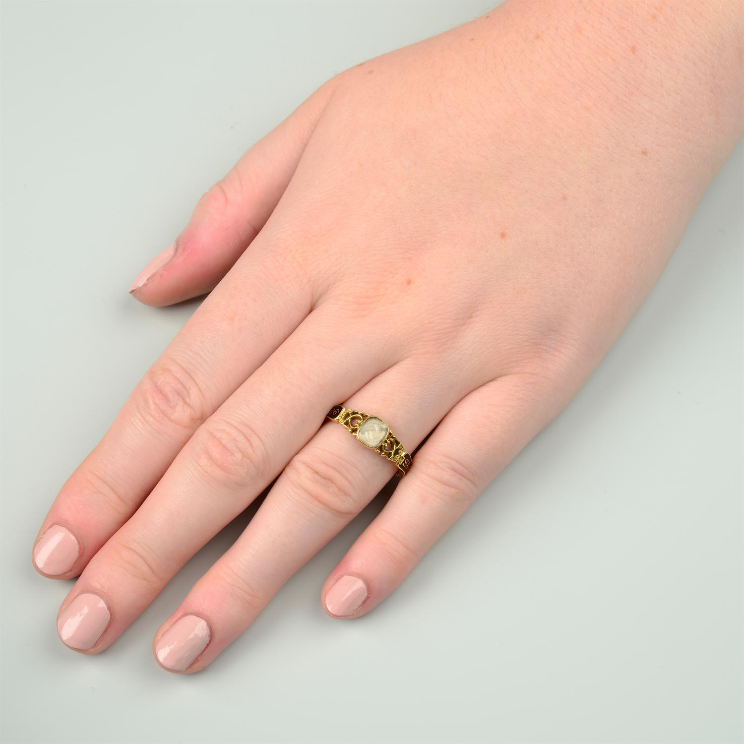 An early Victorian 18ct gold black enamel mourning ring, with pierced scrolling sides and woven - Image 7 of 7