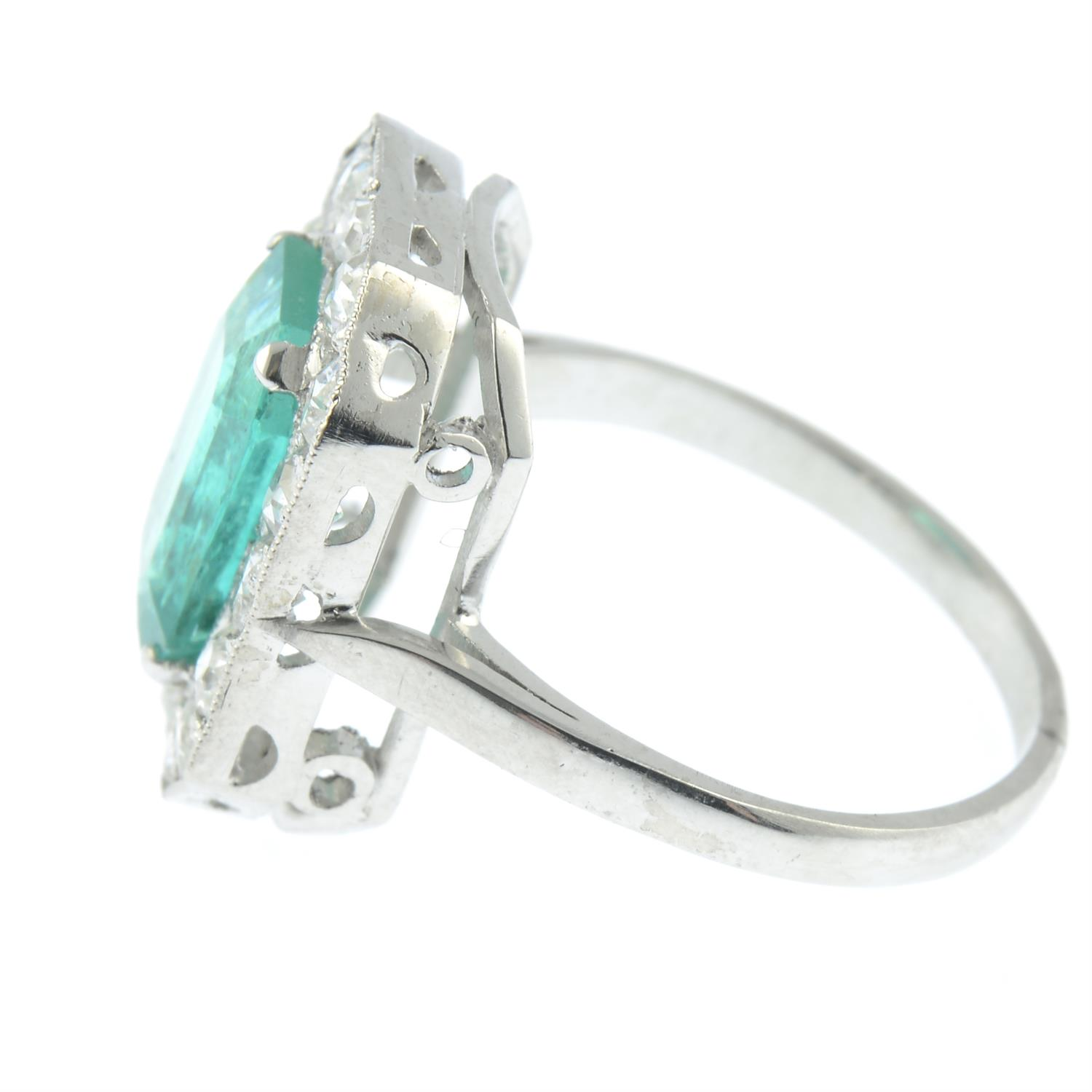 A Colombian emerald and diamond cluster ring. - Image 3 of 6