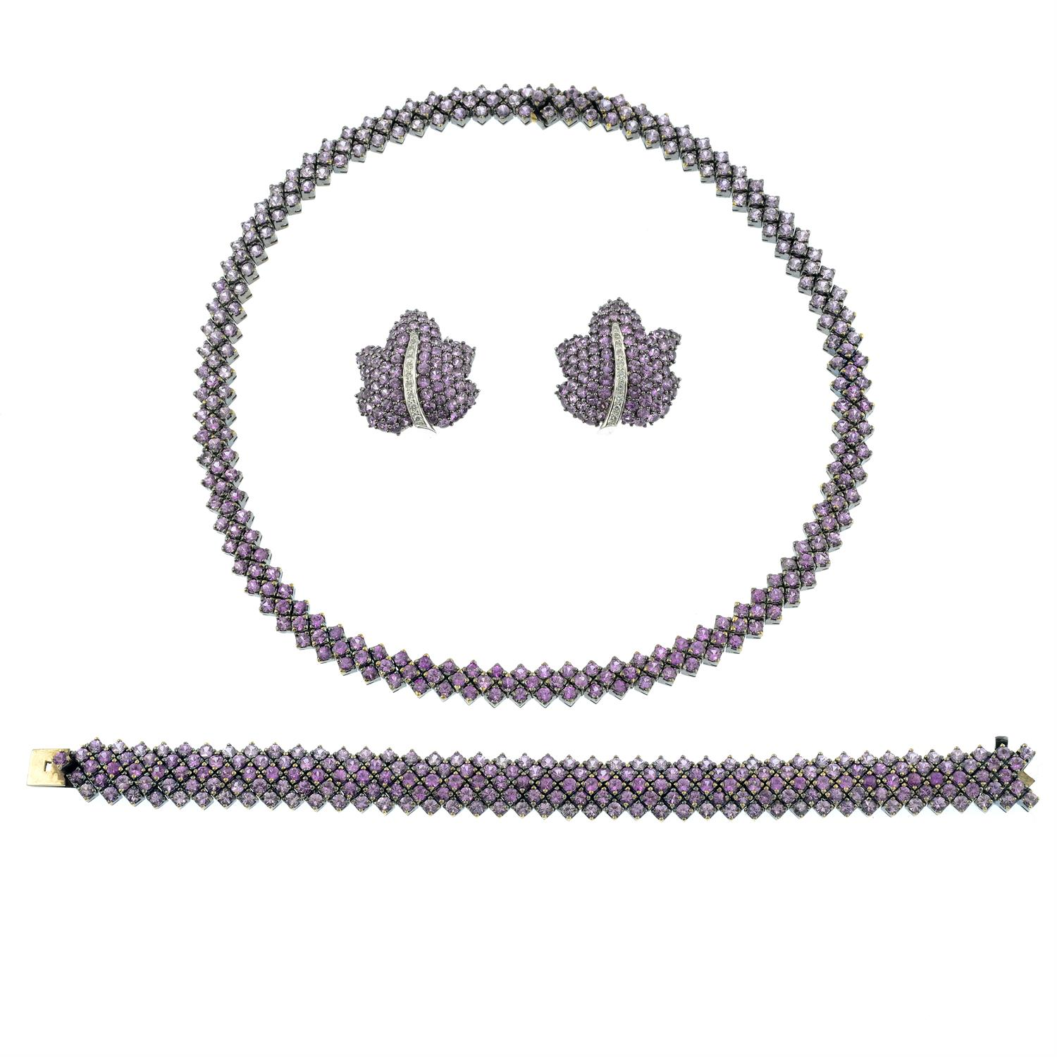 A pink sapphire necklace and bracelet set, with similarly-designed pink sapphire and diamond floral - Image 2 of 8