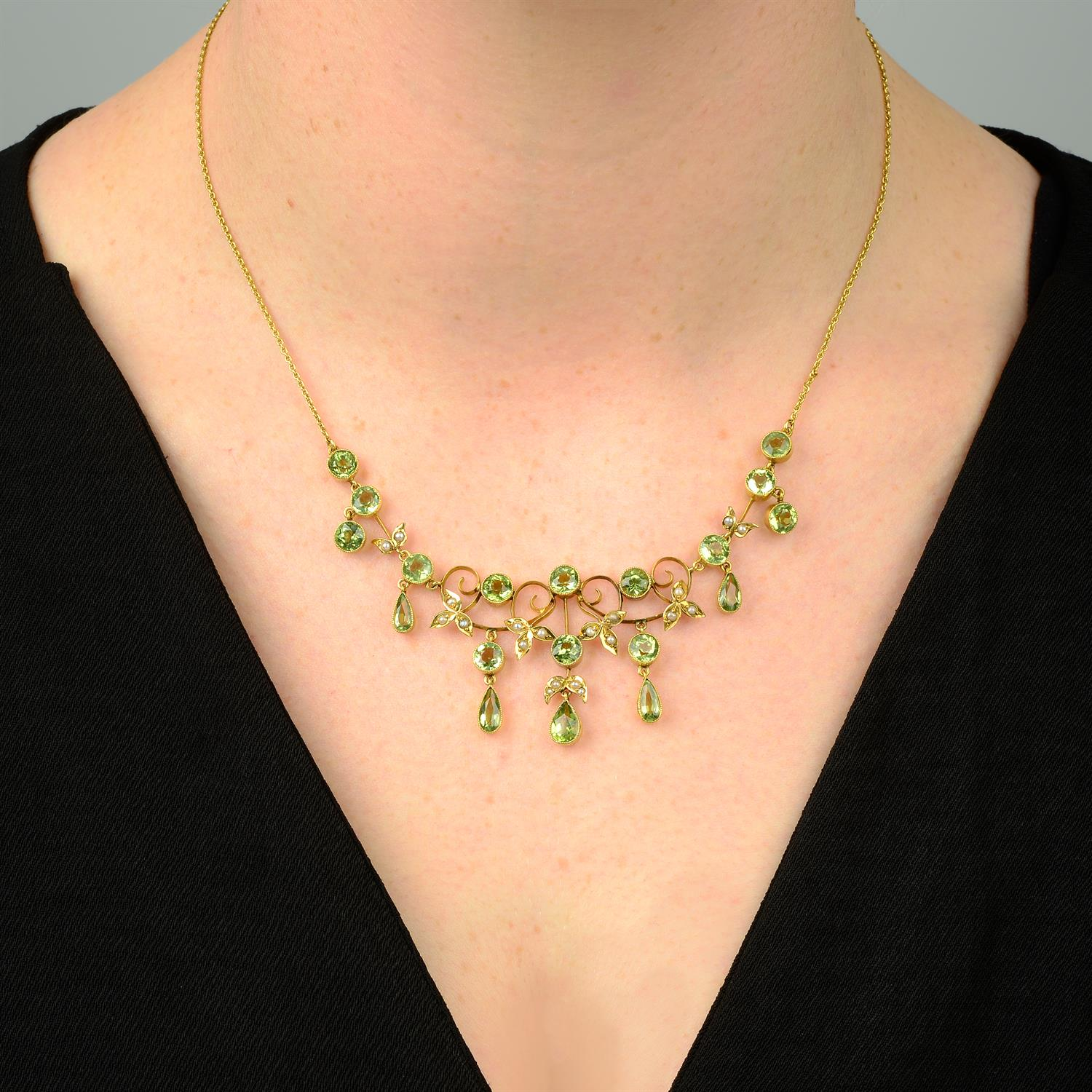 An early 20th century 9ct gold peridot and split pearl fringe necklace. - Image 5 of 5