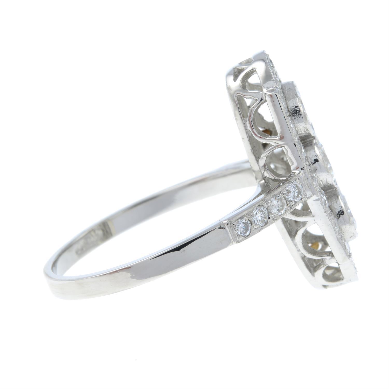A brilliant-cut diamond ring. - Image 4 of 6