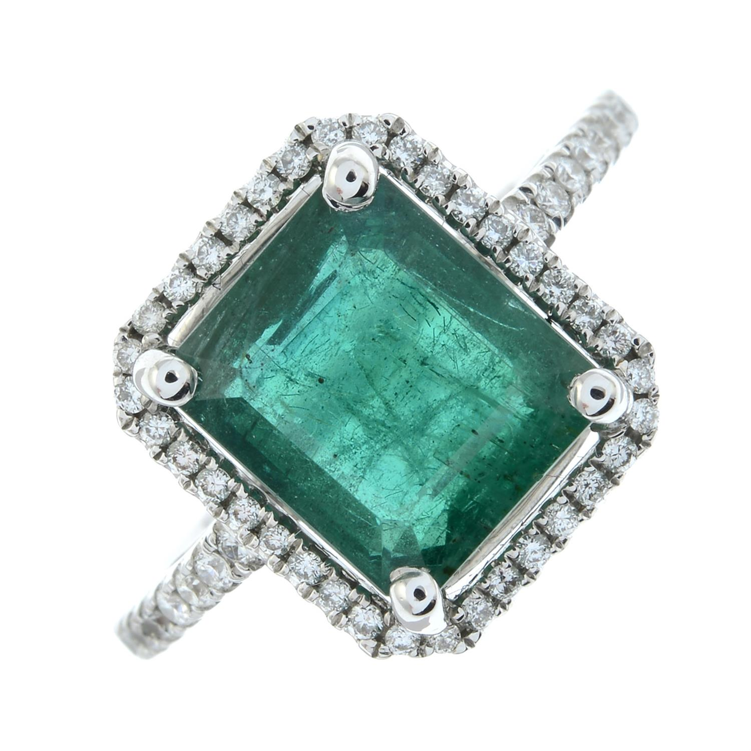 An emerald and brilliant-cut diamond ring. - Image 2 of 6