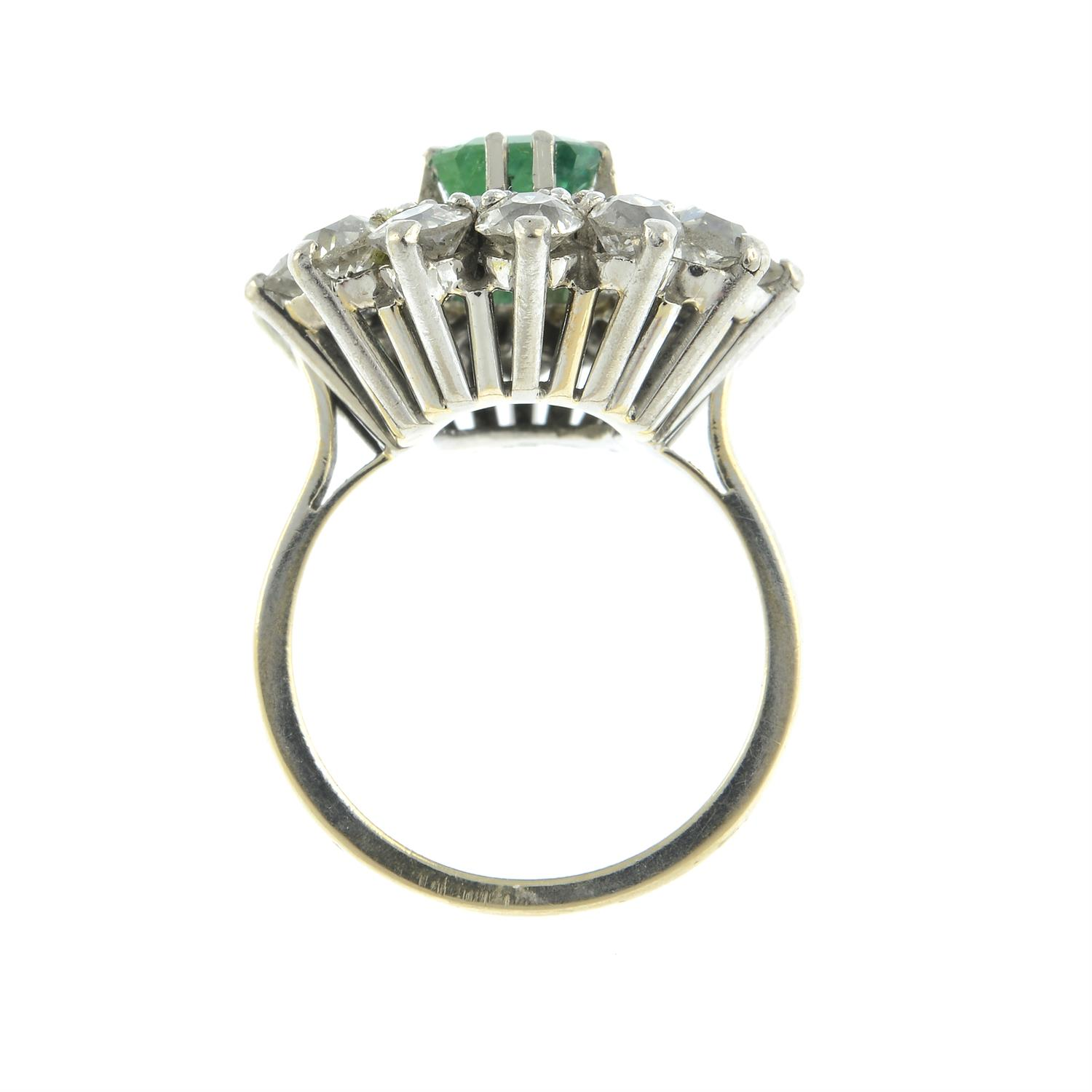 An emerald and diamond cluster ring. - Image 5 of 5