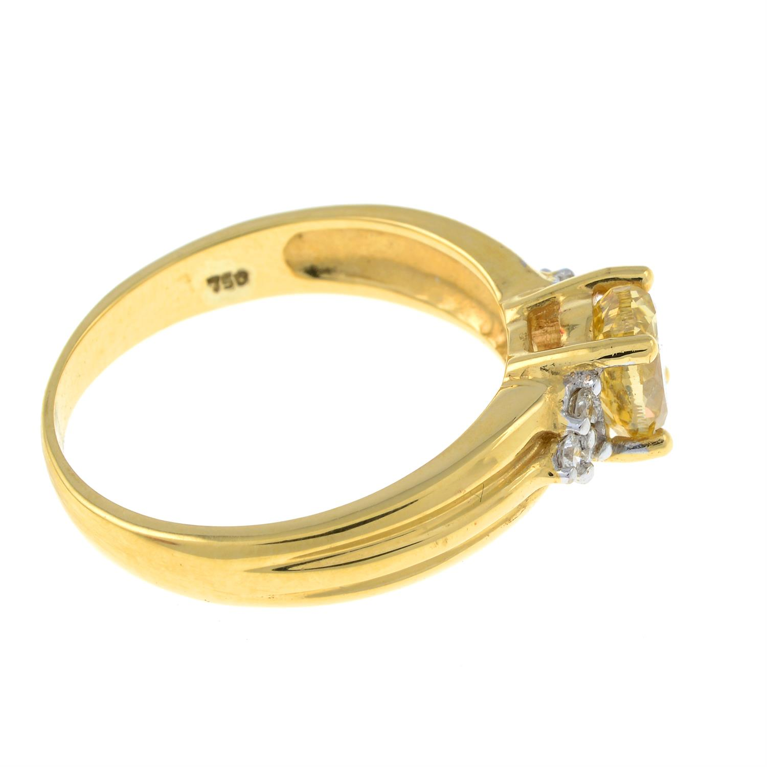 An 18ct gold oval-shape 'brownish-yellow' diamond ring, with brilliant-cut diamond trefoil sides. - Image 4 of 6