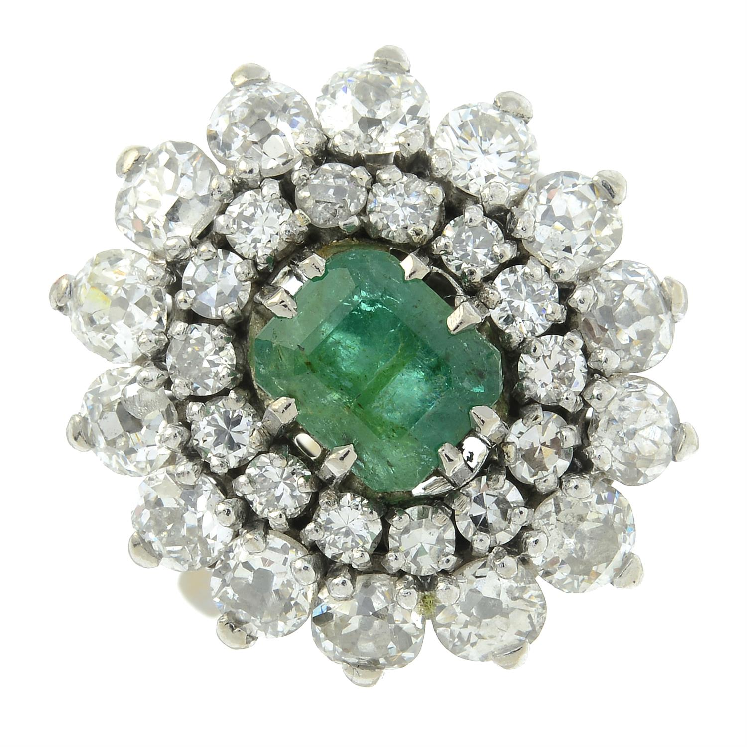 An emerald and diamond cluster ring. - Image 2 of 5