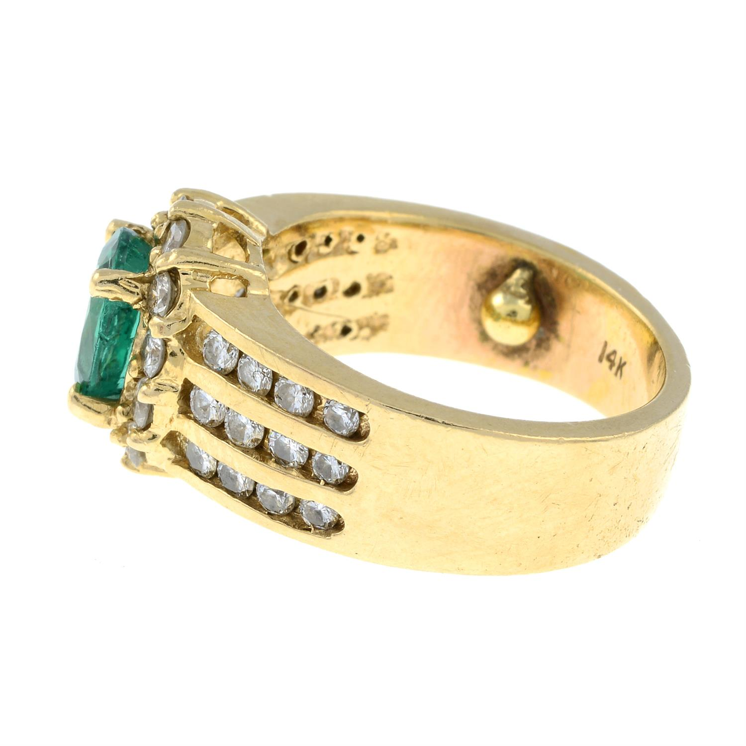 A Zambian emerald and brilliant-cut diamond cluster ring. - Image 3 of 7