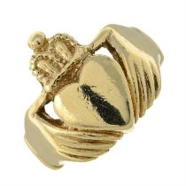 A gentleman's 9ct gold ring.