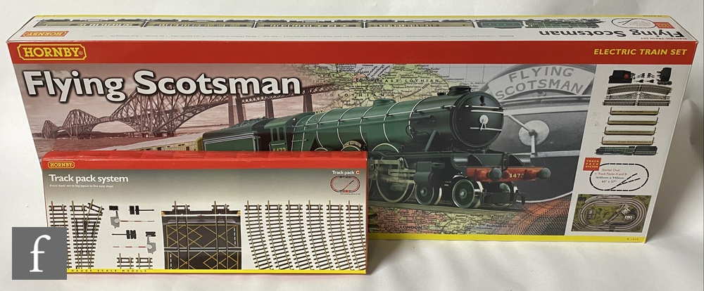 An OO gauge Hornby R1039 Flying Scotsman train set, containing 4-6-2 LNER green 'Flying Scotsman'