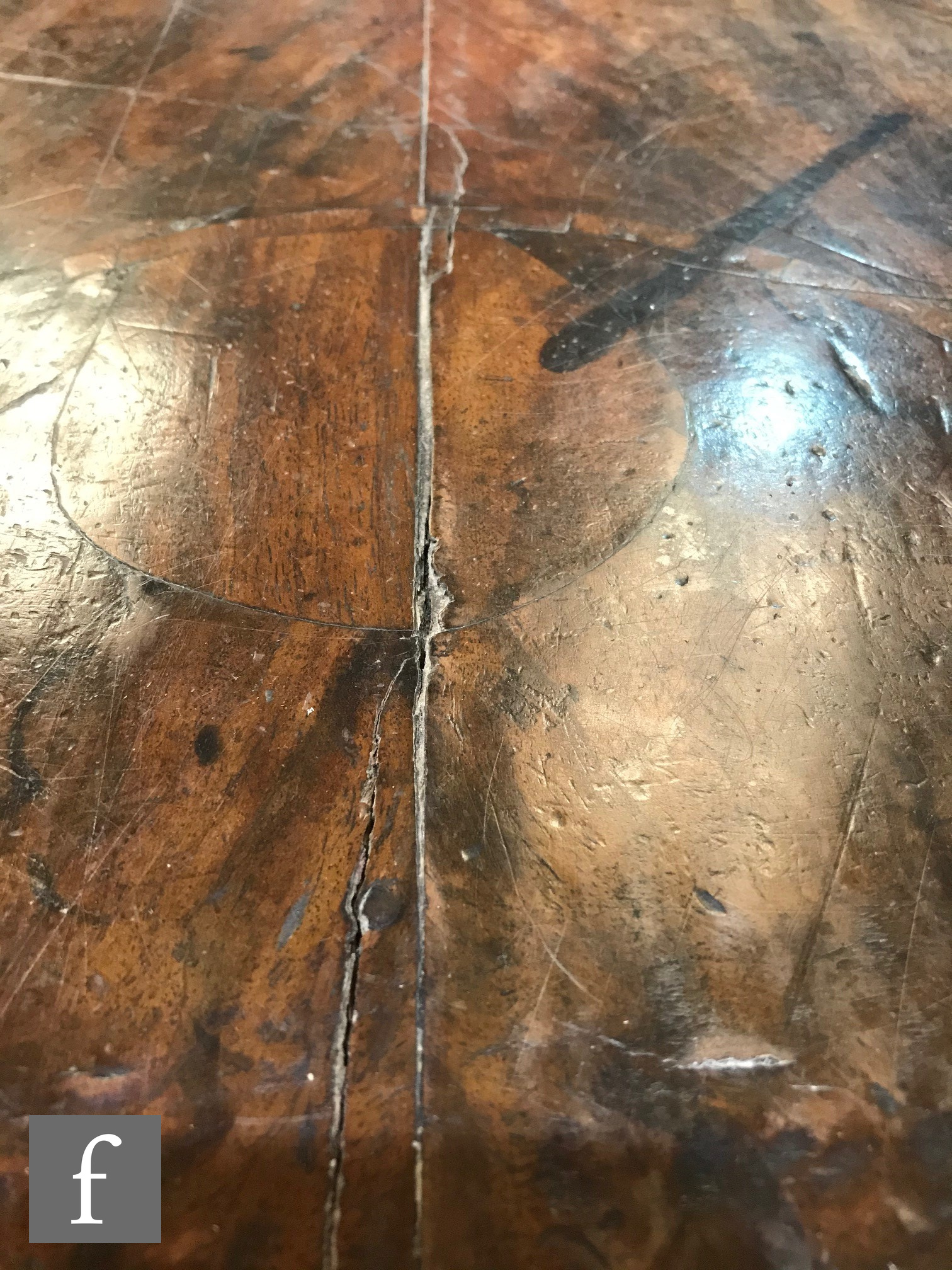 An 18th Century crossbanded and inlaid kneehole writing desk, the quartered and detailed inlaid - Image 8 of 17
