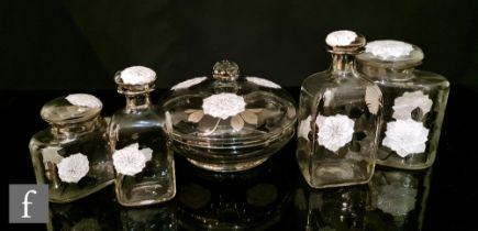 Unknown - An early 20th Century continental dressing table set, comprising a lidded bowl and four