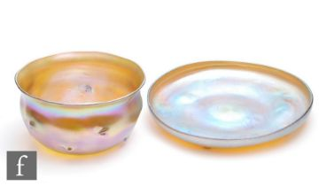 Louis Comfort Tiffany - A Favrile finger bowl of circular section with flared rim and nipped whirl
