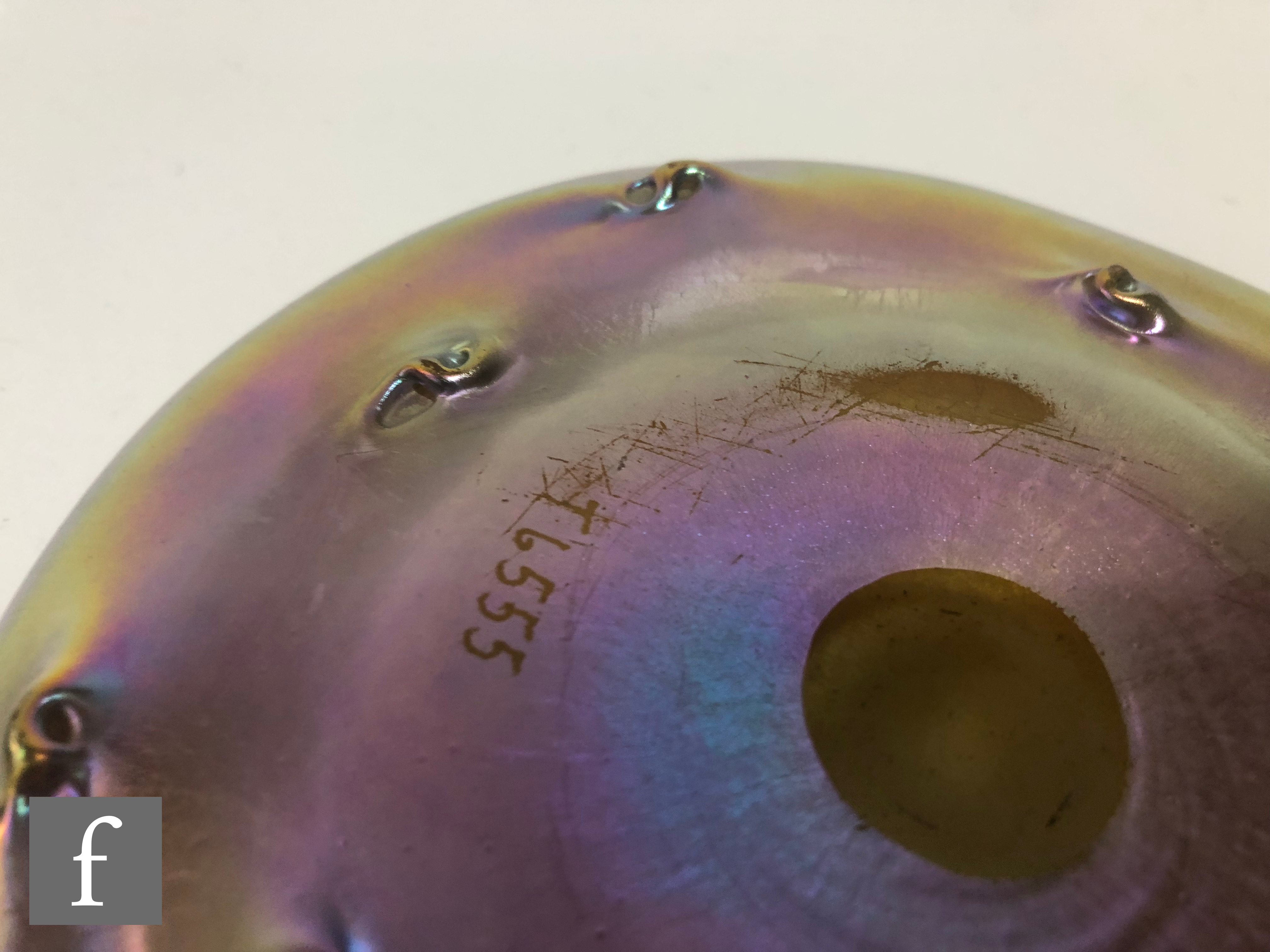 Louis Comfort Tiffany - A Favrile finger bowl of circular section with flared rim and nipped whirl - Image 3 of 5