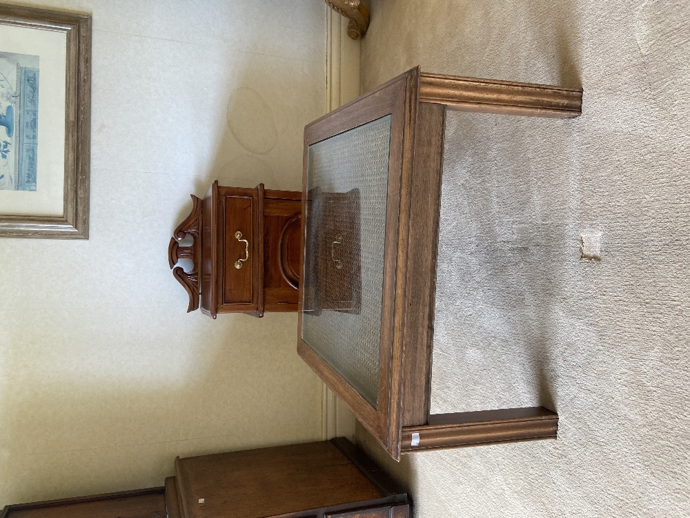 A Regency style three drawer mahogany Dressing Table, raised on reeded standards and four sabre - Image 2 of 2